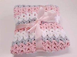 Textil - háčkovaná deka - ružová, biela, sivá - 11280075_