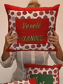 Úžitkový textil - Veselé Vianoce 3 x (viac do červena vankúš - zelený nápis) - 11283215_