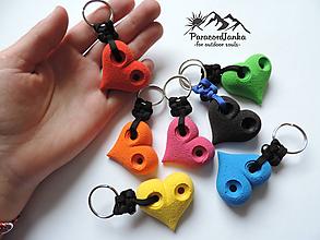Kľúčenky - Lezecké chytíky - srdiečka - 11283813_