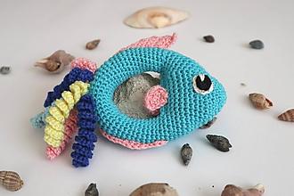 Hračky - Háčkovaná hrkálka rybka - 11282457_