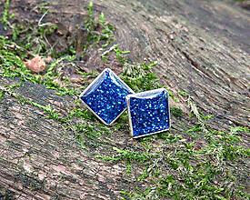 Náušnice - Modré štvorčeky 9 mm - 11282900_