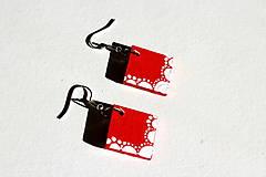 Náušnice - Drevené náušnice - červené čipky - 11284236_