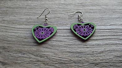 Náušnice - Drevené maľované náušnice malé srdiečka. (zeleno fialové, č. 3004) - 11283434_