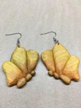 Náušnice - Drevené náušnice motýľ (chir.oceľ) - 11283572_