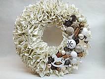 Dekorácie - Strapatý vianočný veniec zlatý - 11282402_