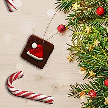 Dekorácie - FIMO vianočné ozdoby čokoládky (santa čiapka) - 11283263_