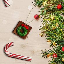 Dekorácie - FIMO vianočné ozdoby čokoládky (vianočný veniec) - 11283407_