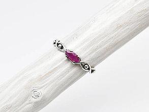 Prstene - 925/1000 Strieborný prsteň s rubínom Všetko vidím - 11288152_
