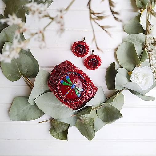 Red Velvet Dragonfly  - vyšívaný náramek