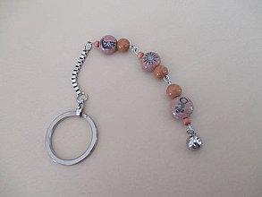 Kľúčenky - Kľúčenka s drevenými korálkami - chirurgická oceľ - 11288753_