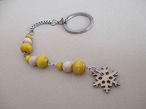 Kľúčenky - Kľúčenka so žltými drevenými korálkami - snehová vločka - 11289013_