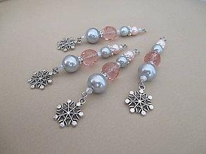 Dekorácie - Šperková dekorácia na stromček - ružovo/strieborno/biela - snehová vločka - 11289291_