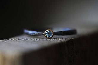 Prstene - Kovaný s brúseným topazom v striebre a zlate - 11286381_