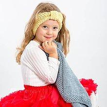 Detské čiapky - Pletená čelenka na zimu žltá - 11287455_