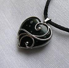 Náhrdelníky - Mini srdiečko - vločkový obsidián - 11288445_