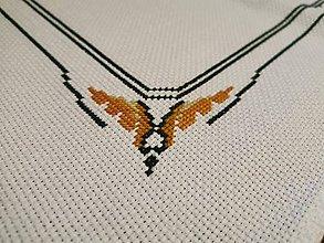 Úžitkový textil - Ručne vyšívaný obrus Orol - 11288589_