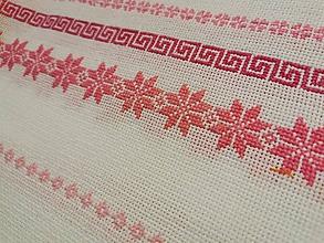 Úžitkový textil - Ručne vyšívaný obrus Ružová zima - 11288633_