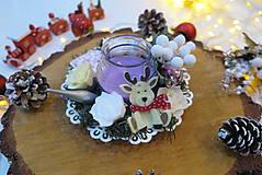 Svietidlá a sviečky - Ručne vyrezávaný vianočný svietnik na stôl - 11288118_