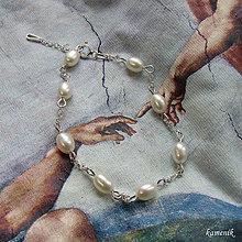Náramky - Stříbrný náramek s říčními perlami se zapínáním - 11292025_