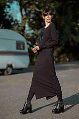 Šaty - FNDLK úpletové šaty 440 RVL midi s rozparkem - 11290639_