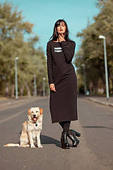 Šaty - FNDLK úpletové šaty 442 RVL midi s rozparkem - 11290665_