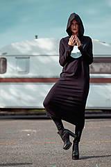 Šaty - FNDLK úpletové šaty 443 RuVdK midi - 11290675_