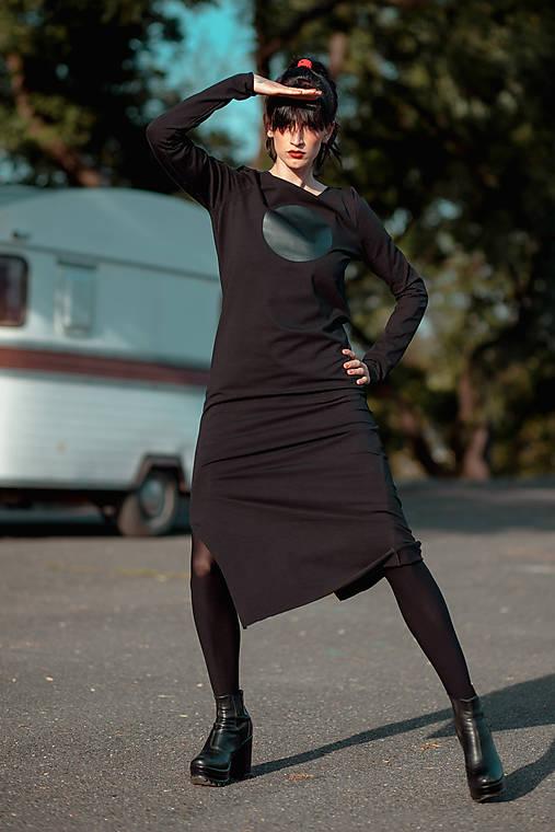 FNDLK úpletové šaty 440 RVL midi s rozparkem