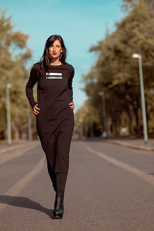 FNDLK úpletové šaty 442 RVL midi s rozparkem
