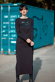 Šaty - FNDLK úpletové šaty 441 RVL midi s rozparkem - 11290655_