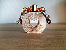 Dekorácie - vianočný svietniček červený so zlatými guľami - 11292744_