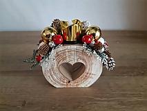 Dekorácie - vianočný svietniček červený so zlatými guľami - 11292746_
