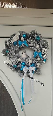 Dekorácie - Vianočný veniec zasnežený - modrý s vtáčikom - 11291648_