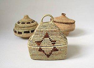 Socha - Dekoratívny košík, košík z palmových listov ozdobený kožou  & Doprava zdarma - 11292477_