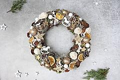 Dekorácie - Vianočný veniec na dvere - 11290301_
