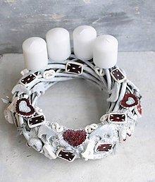 Dekorácie - adventný veniec  Ríbezlovo makový  s medovníčkami - 11293164_