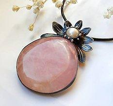 Náhrdelníky - Cínový šperk s minerálom - Žena a kvet - 11290855_