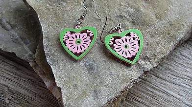 Náušnice - Drevené maľované náušnice malé srdiečka. (ružovo zelené, č. 3017) - 11291736_