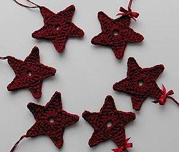 Dekorácie - Závesné dekorácie/háčkované vianočné hviezdičky 5 (Závesné dekorácie/háčkované vianočné hviezdičky 5 - bordová/vínová - veľká) - 11293039_