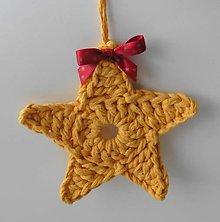 Dekorácie - Závesné dekorácie/háčkované vianočné hviezdičky 5 (Závesné dekorácie/háčkované vianočné hviezdičky 5 - horčicová - veľká) - 11293043_
