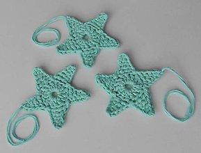 Dekorácie - Závesné dekorácie/háčkované vianočné hviezdičky 5 (Závesné dekorácie/háčkované vianočné hviezdičky 5 - mentolová/tyrkysová - veľká) - 11293052_