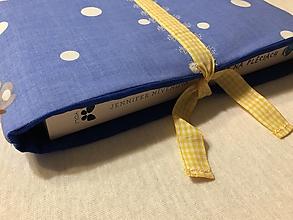 Papiernictvo - Obal na knihu — modrá bodka - 11295008_
