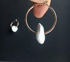 Náušnice - Kruhy s bielym kameňom - 11297686_
