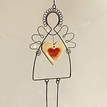 Dekorácie - anjelik s veľkým lineckým srdiečkom - 11299229_
