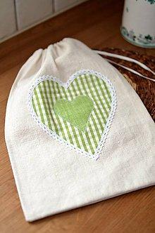 Úžitkový textil - Ľanové vrecko so zeleným srdcom - 11301578_