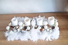 Dekorácie - zlato bielo béžový luxusný adventný svietnik s pierkami - 11300797_
