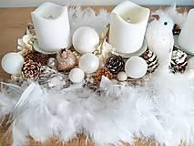 Dekorácie - zlato bielo béžový luxusný adventný svietnik s pierkami - 11300799_