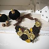 Náhrdelníky - ART látkový náhrdelník 11 - ruže, zlatá, hnedá, horčicová - 11301105_