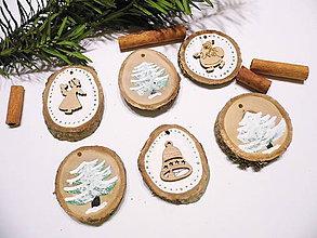 Dekorácie - Drevené vianočné ozdoby prírodné sada 6 ks - 11300930_