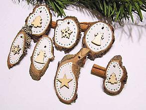 Dekorácie - Prírodné drevené vianočné ozdoby maľované sada 7 ks - 11301075_