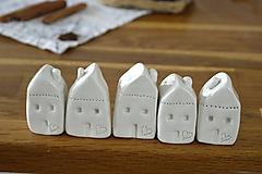Dekorácie - Biely keramický domček - 11298723_